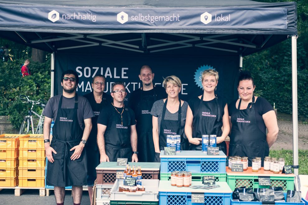Soziale-Manufakturen-(c)-Fotografin-Daniela-Buchholz-SozialeManufakturen-Team-unterwegs