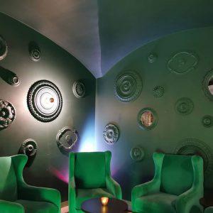 grüne Sessel im Schnoor Eleven